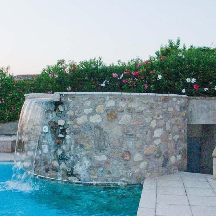 Vista cascata piscina Borgo Tre Case